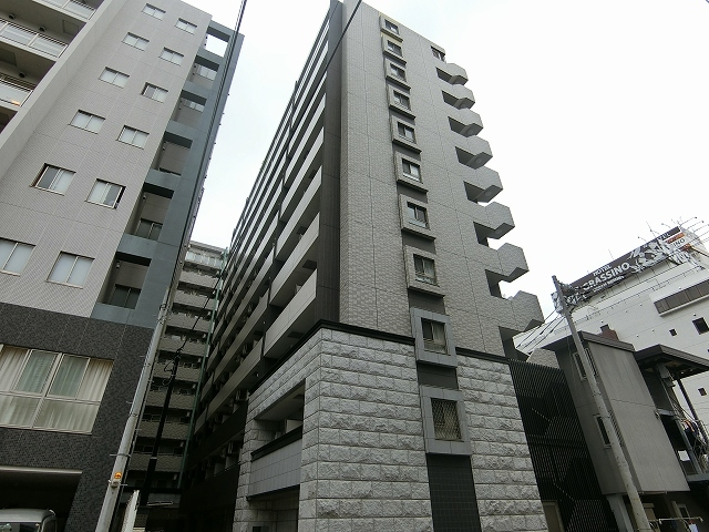 R-Life Shin-Yokohama GS 外観